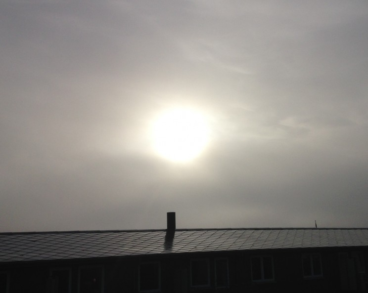 Kl. 9.15 søndag morgen Disen må gerne brændes af :-)