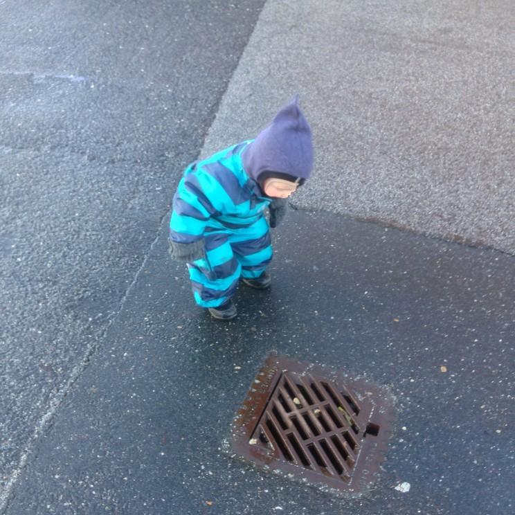 Det drypper med regnvand i kloakken, det skal da undersøges