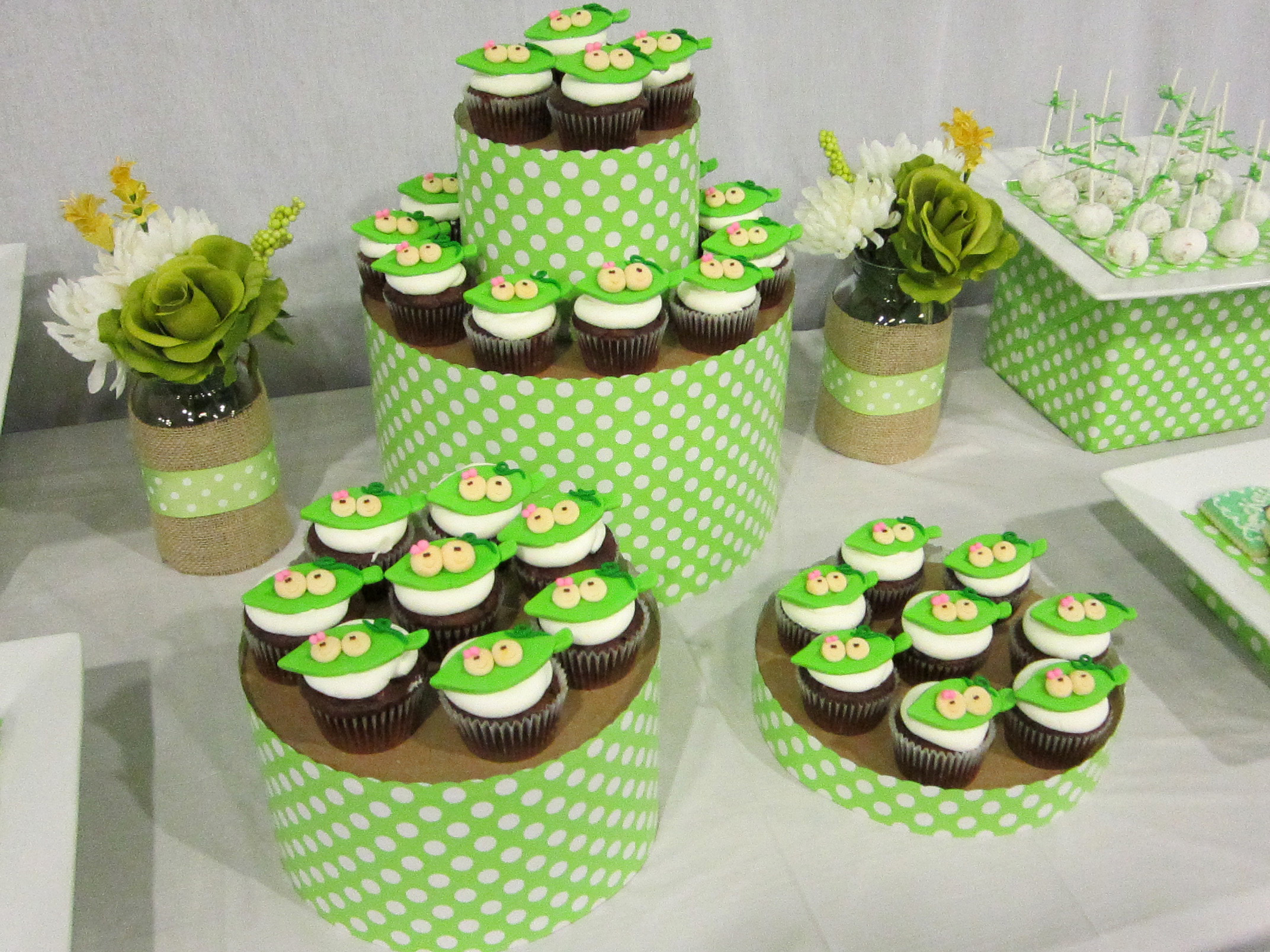 DIY Hat Box Cupcake Tower Tutorial  A Blissful Nest