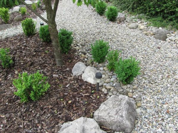 vorgarten mit kies und rindenmulch – spinjo, Garten ideen gestaltung