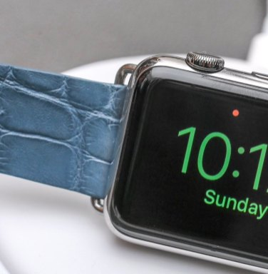 Apple Watch As A Desk Clock With New Official Magnetic Charging Dock Hands-On