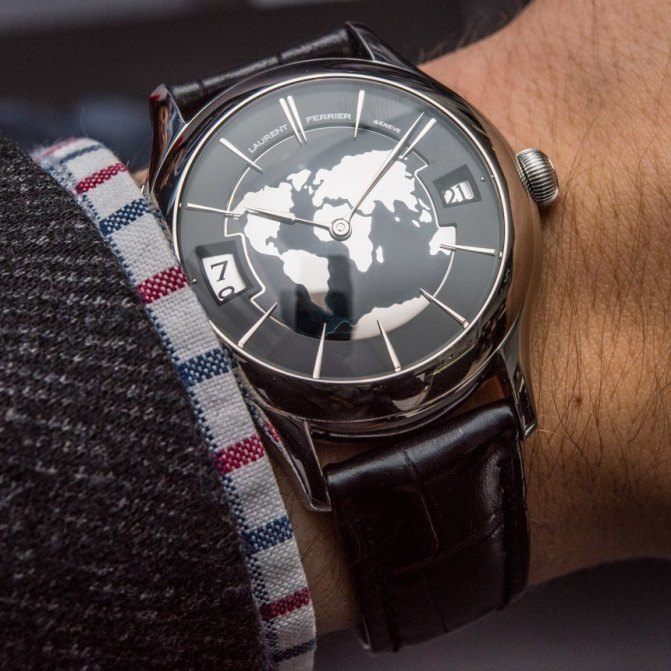 Laurent Ferrier Galet Traveller Globe Night Blue Watch Hands-On Hands-On