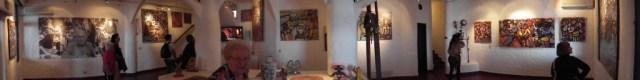 Panorama-Aufnahme eines Teils der Ausstellung