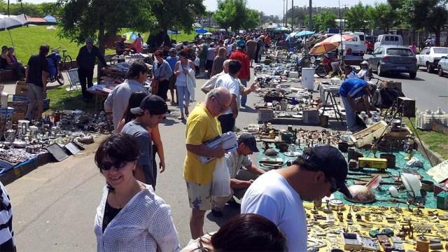 Flohmarkt am Rande des Marktes in Maldonado