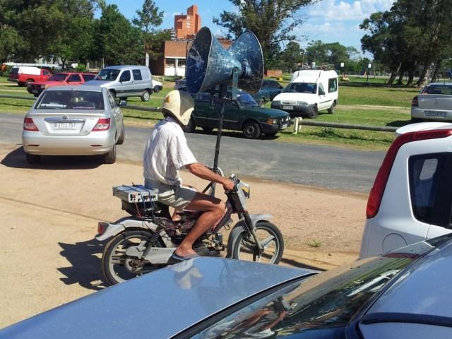 Werbung mit dem Moped in Piriapolis!