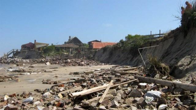 Der ganze Küstentreifen in Aguas Dulces gleicht einem Schlachtfeld.