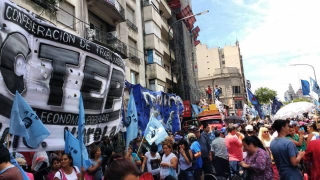 Am 6. Dezember, dem Tag der Abstimmung, forderten Zehntausende bei einer Kundgebung vor dem Nationalkonkress die Verabschiedung des Gesetze