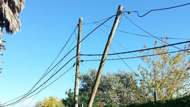 Kabelgewirr bei uns vor dem Haus