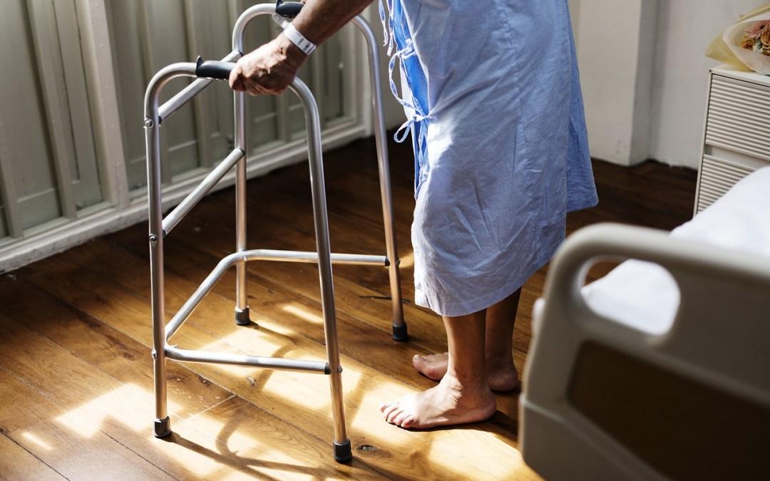 Mi padre acaba de salir del hospital y necesita cuidados durante un tiempo, ¿tengo derecho a algún permiso como funcionario para poder atenderle durante su convalecencia?