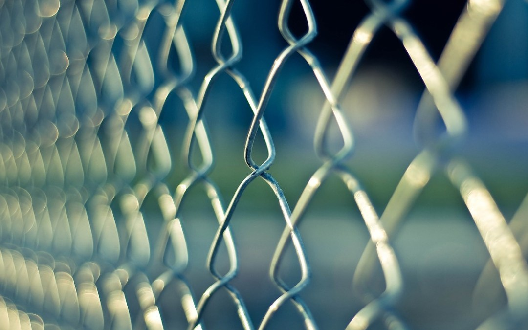 ¿En qué situación se encuentra un funcionario condenado a pena de prisión?