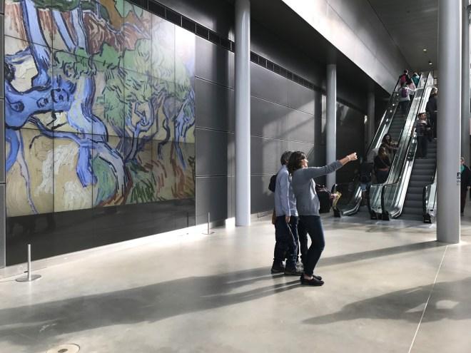 Toeristen in het Van Gogh Museum