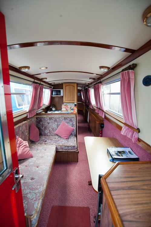 Narrowboat Holidays on the Grand Union Canal on AboutBritaincom