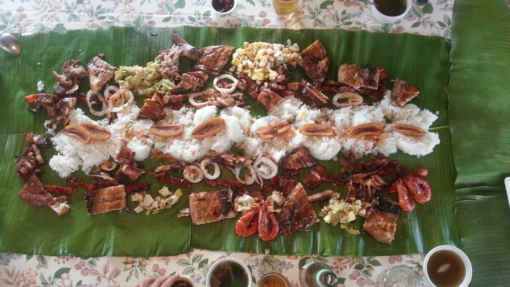 Boodle Fight What Filipino Americans Sell As Kamayan
