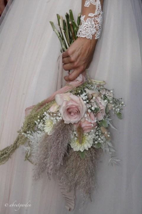bouquet erba della pampas e rose Simonetta Chiarugi