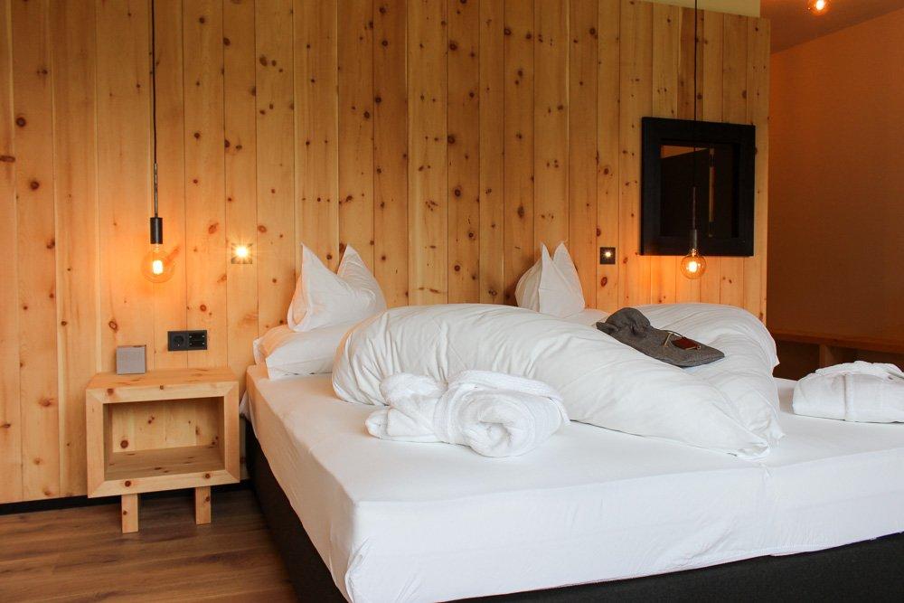 Hotel pf sl design kulinarik und viel zirbe inmitten der for Design hotel dolomiten