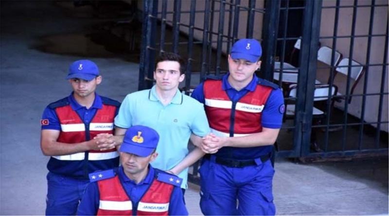 Παραμένουν στις τουρκικές φυλακές οι δύο αξιωματικοί μας – Νέες φωτογραφίες τους