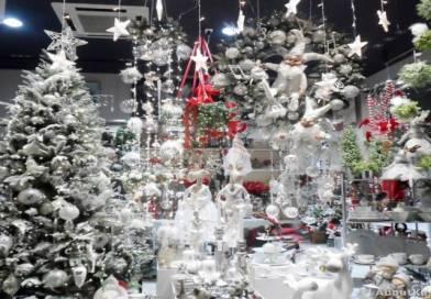 Χριστουγεννιάτικη πανδαισία σε βιτρίνες της Καστοριάς