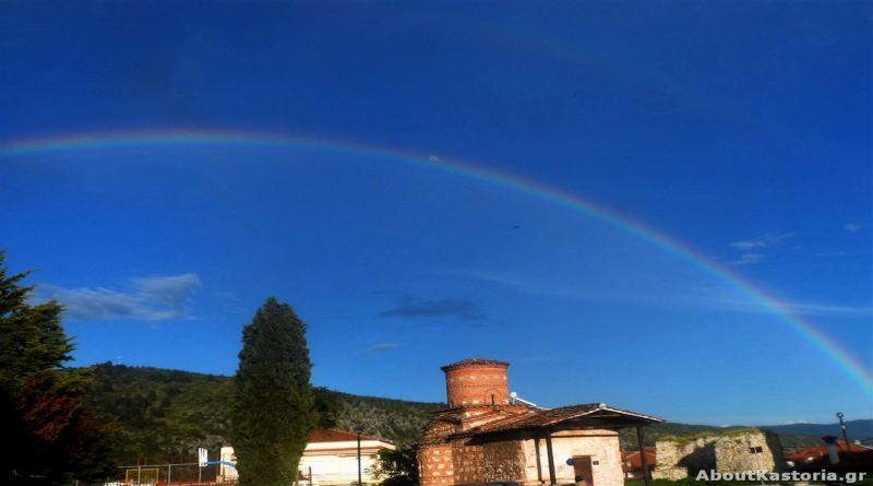 Εκπληκτικό ουράνιο τόξο «αγκάλιασε» την Καστοριά – φωτογραφίες