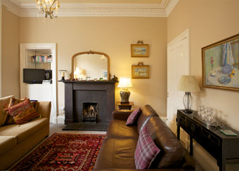 traditional sofa for living room reviews on leather outlet self-catering accommodation leslie place stockbridge edinburgh