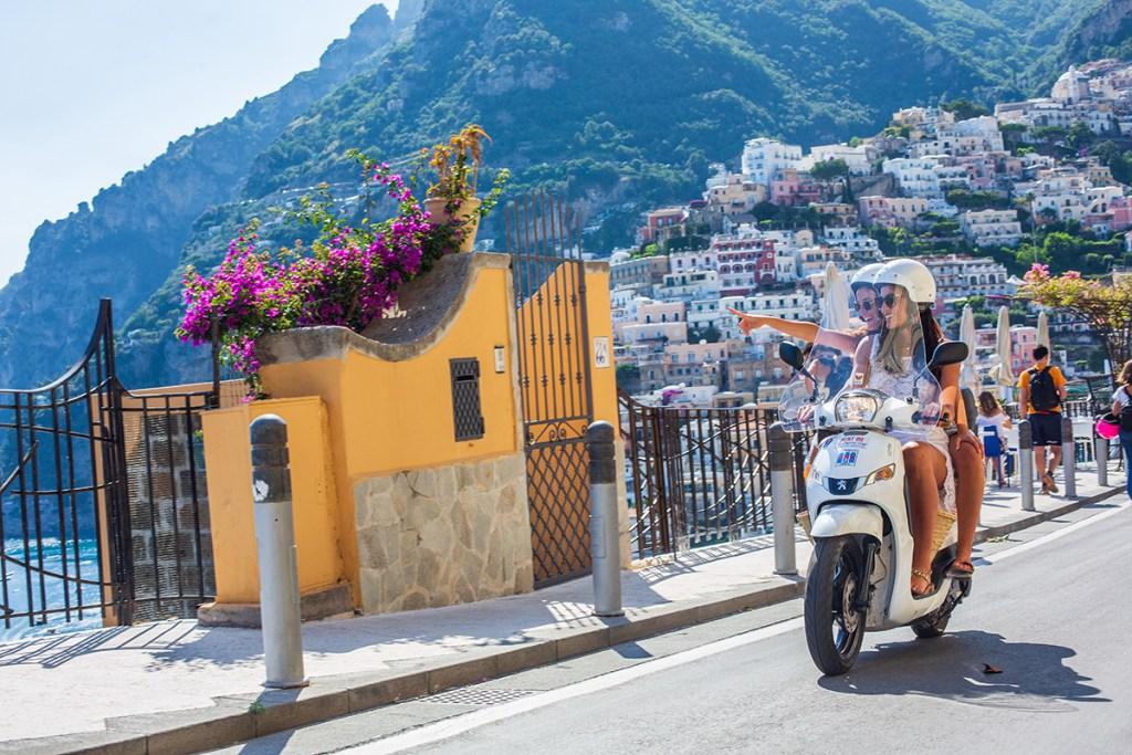 Dove noleggiare scooter a Sorrento Massa Lubrense Nerano