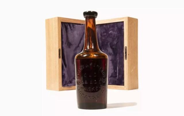 Old Ingledew: бутылку старейшего виски в мире продали за $137 тысяч