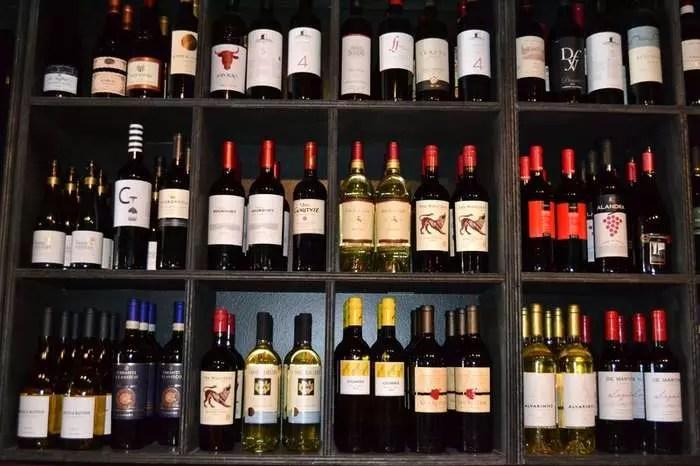 Маркировка импортного алкоголя по-новому откладывается