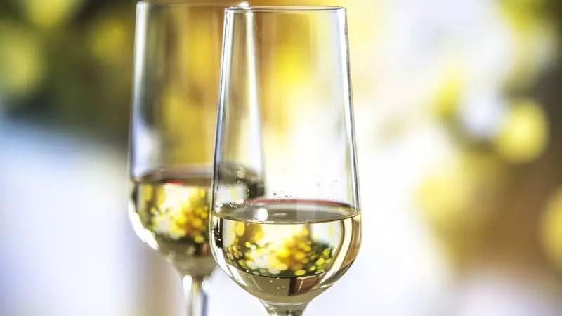 Игристые вина и шампанское: продажи в России растут