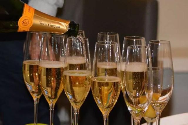 Шампанское возвращается в Россию: Франция отменяет эмбарго