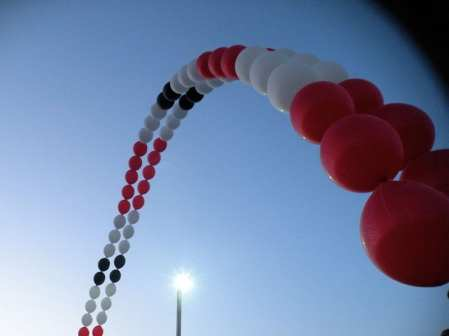 Draw attention to your outdoor event from great distance with single strand arches