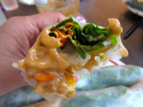 basil roll with peanut sauce
