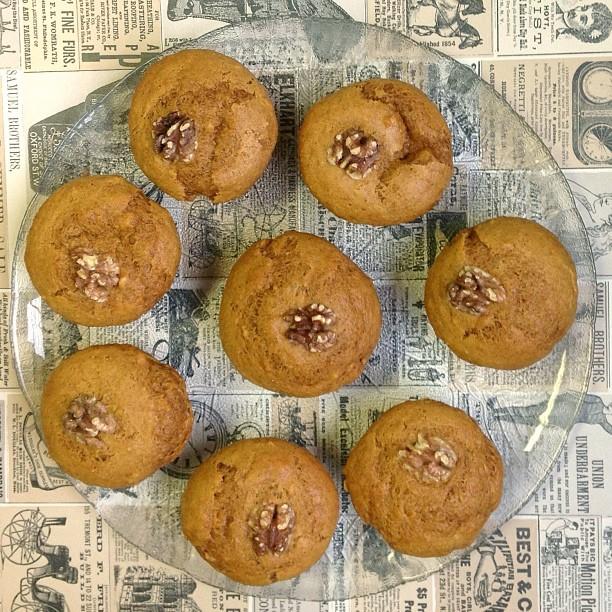 vegan pumpkin walnut muffins