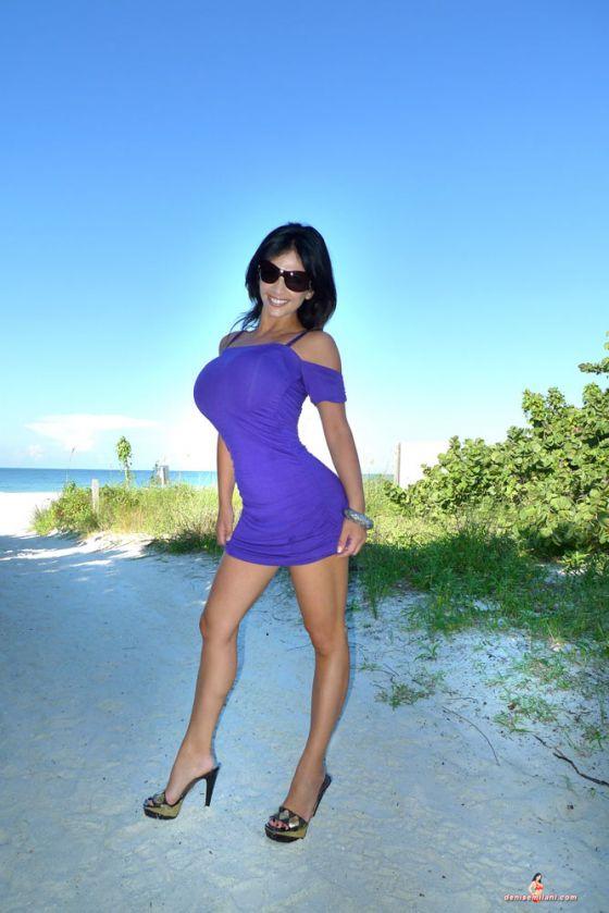 Denise Milani la modella ceca incinta ma  sempre lei la