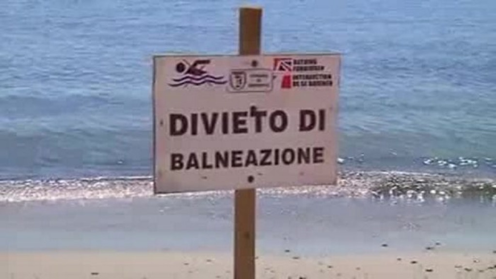 Risultati immagini per divieto di balneazione