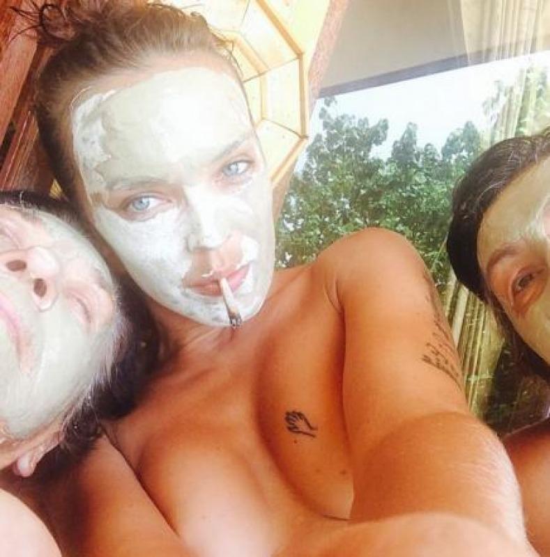 Andrea Lehotska Topless nella Giungla Thailandese  Cronaca nazionale  Abruzzo24ore