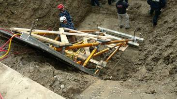 advanced-trench-rescue-shoring-symposium-day-1-paratech-ron-z-3