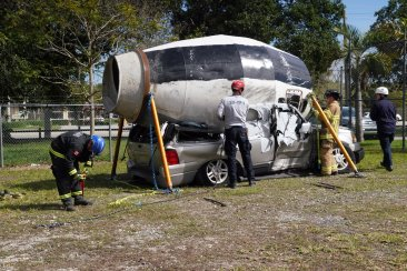 Miami-Dade Fire Rescue Big Rig Technician Training (7)