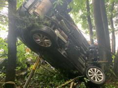 Vehicle crash into the trees Paratech Strut (2)