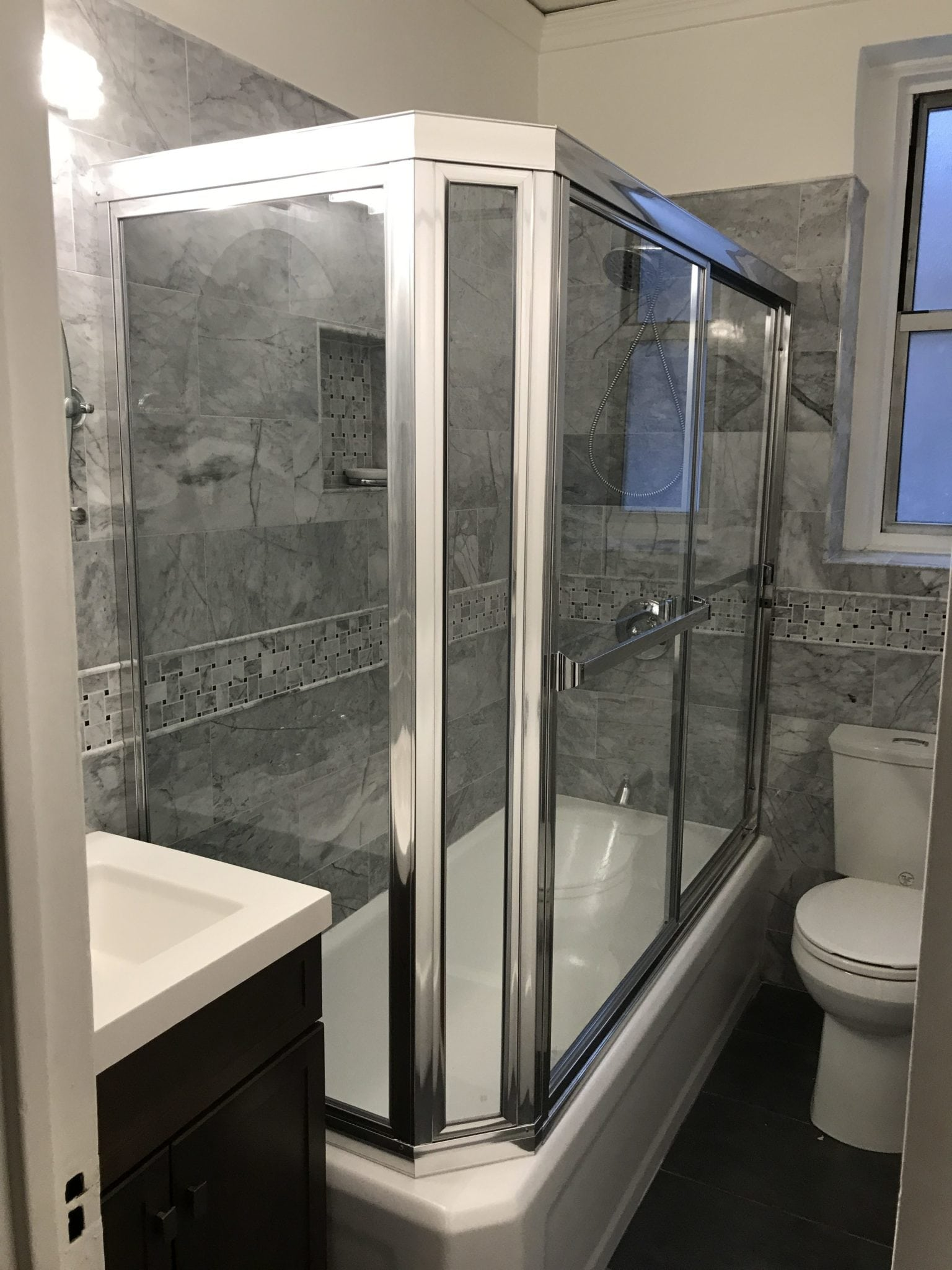 Framed Tub Neo Angle Tub Enclosure with Double Sliding Doors