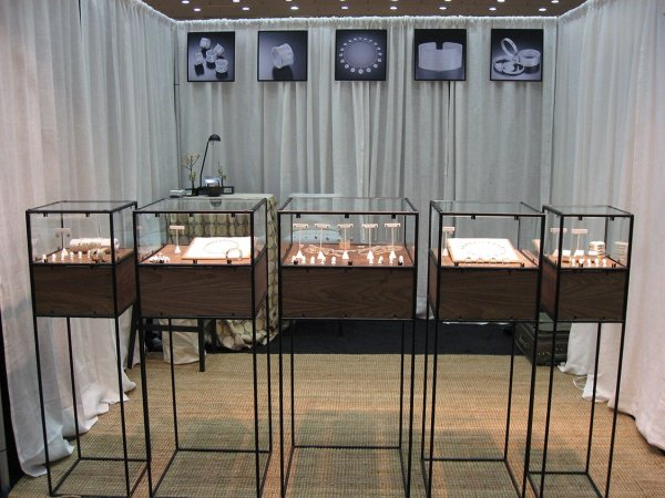 Jewelry Display - Abstracta