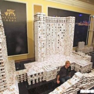 La più grande struttura fatta con le carte, battuto il record