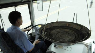 Catini d'acqua per gli autisti cinesi