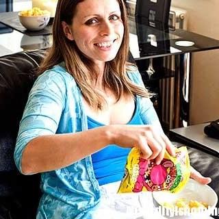 Debbie - La donna che mangia solo patatine Monster Munch da 10 anni