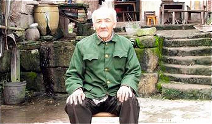 Li Zhiming - Sei mesi dorme, sei mesi è sveglio