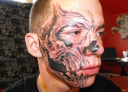 I peggiori tatuaggi di Aprile (1)