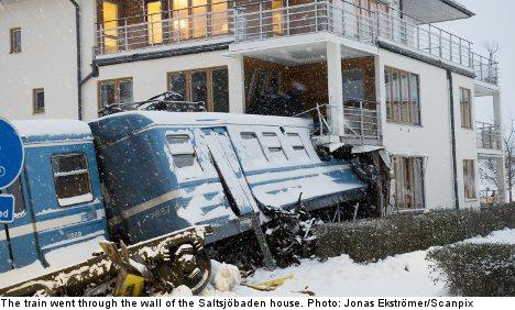 Ruba un treno e si schianta contro una casa (1)