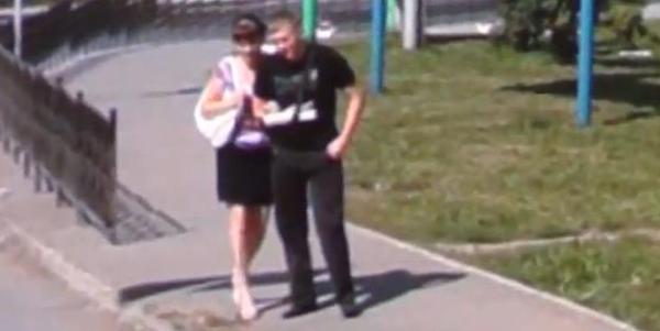 Becca il fidanzato con un'altra grazie allo street view (1)