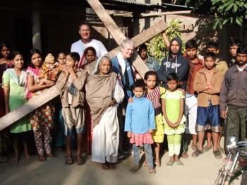 Viaggia da 26 anni con un crocifisso in spalla (1)