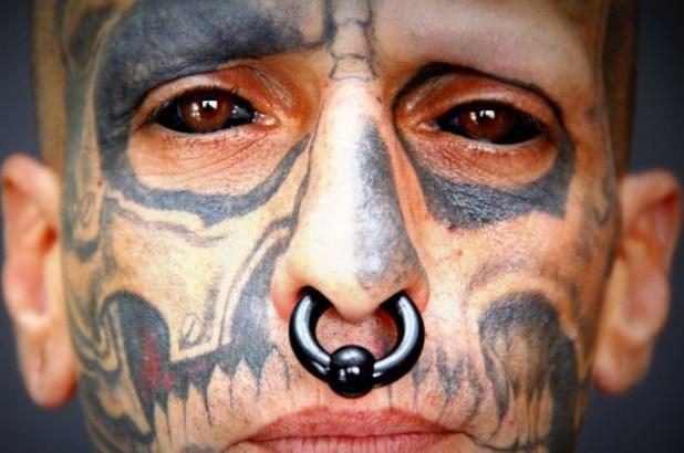 Si tatua gli occhi