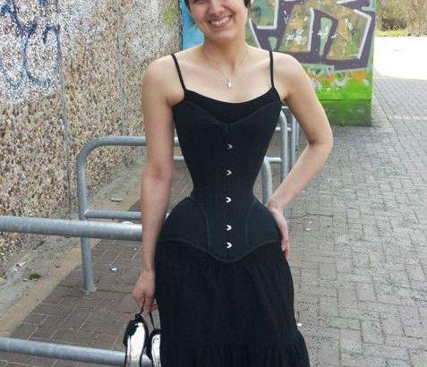 Indossa corsetti giorno e notte per ridurre il girovita