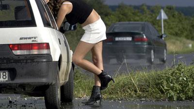 """Chiama la Polizia per denunciare una prostituta """"brutta"""""""